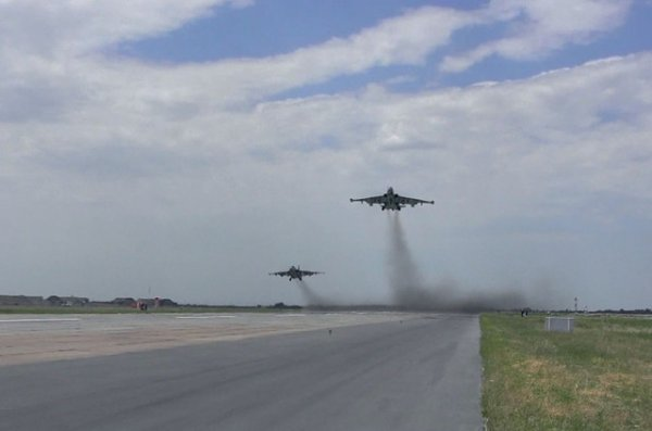 Azərbaycan Hərbi Hava Qüvvələri döyüş atışlı taktiki-uçuş təlimləri keçirib - VİDEO