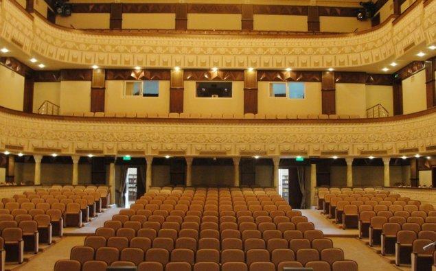 Azərbaycanda teatrların açılması müzakirə olunur