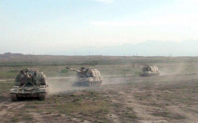 """Azərbaycan Ordusu """"Msta-S"""" özüyeriyən haubitsalardan döyüş atışları icra edir- VİDEO"""