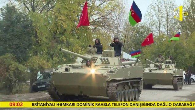 Ordumuzun tankları 27 ildən sonra Azərbaycan-Türkiyə bayraqları ilə Ağdama qayıtdı— VİDEO