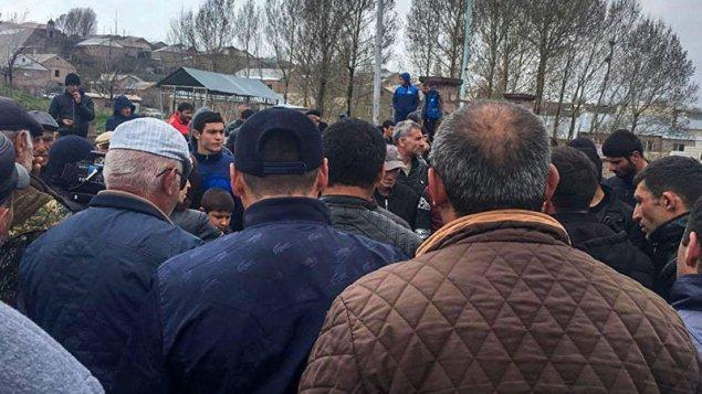 Ermənistanda əsir yaxınları yolları bağladı: MN mühasirədə