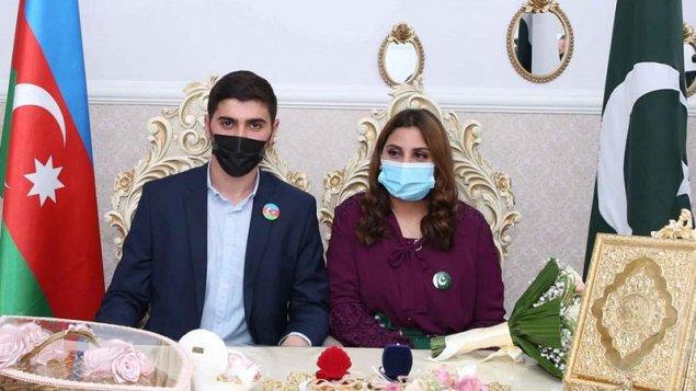 Azərbaycanlı və pakistanlı gənclər evləndi, rektorla səfir şahid oldu (FOTOLAR)