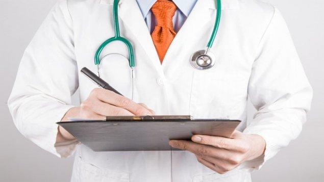 Koronavirusa yoluxan həkim işə çıxdı, kabinetində saxlanıldı