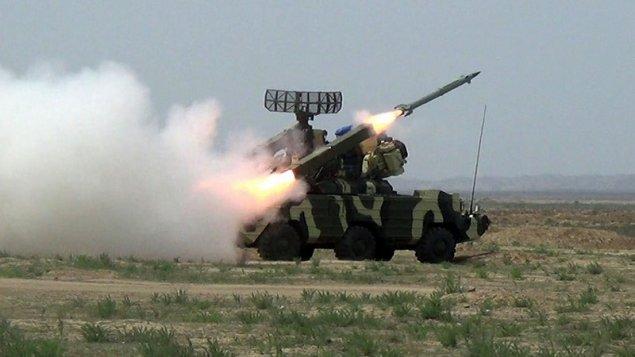 Zenit-raket bölmələrinin döyüş atışlı taktiki təlimləri keçirilir (VİDEO)