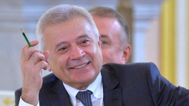Azərbaycanlı milyarder oğlunu məşhur klubun rəhbərliyinə gətirdi