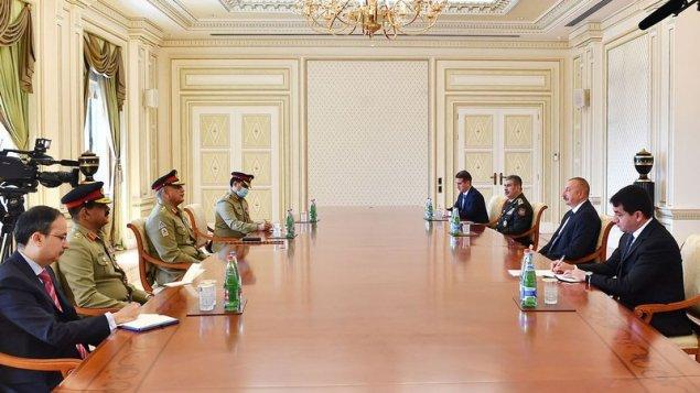 İlham Əliyev Pakistanın Quru Qoşunlarının komandanını qəbul etdi